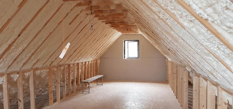 izolatia tavanului cu spuma